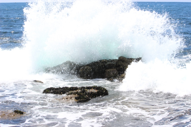 Crashing waves at La Jolla Coves